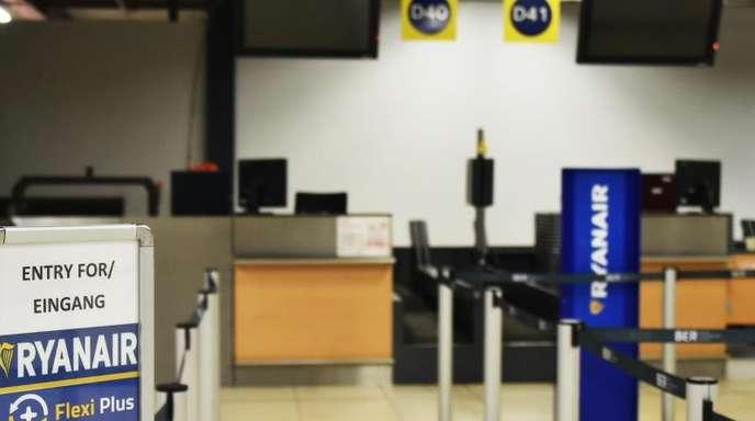 Das Gate von Ryanair ist auf dem Flughafen Schönefeld leer. Beim irischen Billigflieger Ryanair hat der bislang härteste Pilotenstreik in der Geschichte des Unternehmens begonnen.