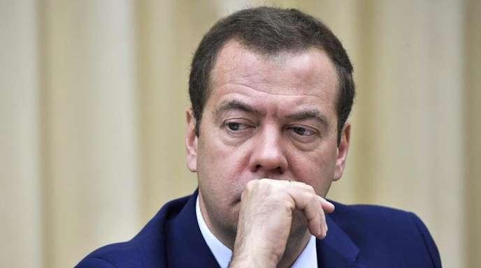 «Auf einen solchen Krieg müssen wir mit ökonomischen, politischen und falls nötig auch anderen Methoden reagieren», sagt Medwedew.