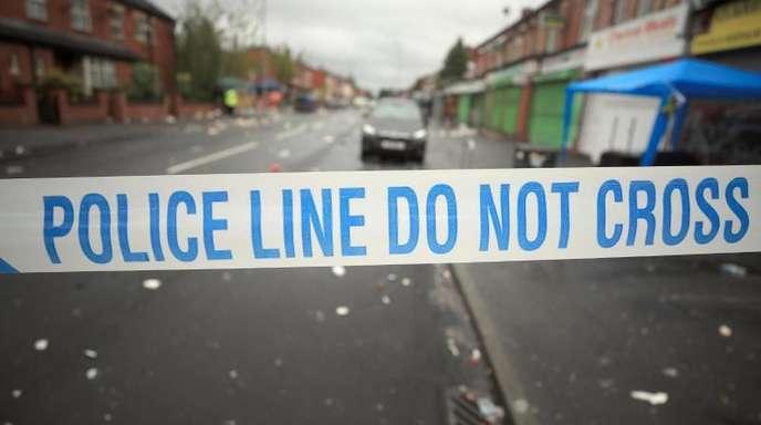 Ein Absperrband der Polizei am Ort der Schießerei.