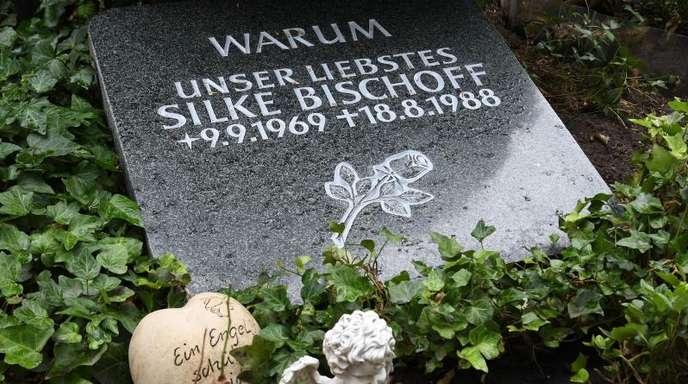 Das Grab der getöteten Silke Bischoff auf dem Friedhof in Heiligenrode.