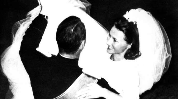 Kronprinzessin Sonja und Kronprinz Harald von Norwegen bei ihrem Hochzeitstanz im Königlichen Schloss.