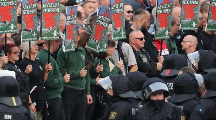 Zur Demonstration der Rechten kamen deutlich mehr Menschen als erwartet.