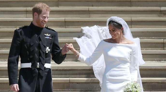 Prinz Harry hölt seine Frau Meghan beim Verlassen der St.-Georgs-Kapelle an der Hand.