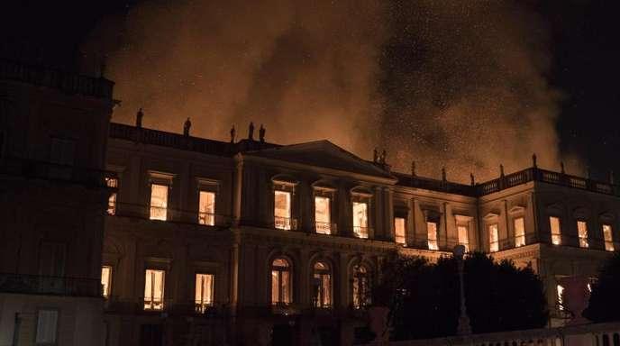 Ein Großbrand hat weite Teile des brasilianischen Nationalmuseums in Rio de Janeiro zerstört.