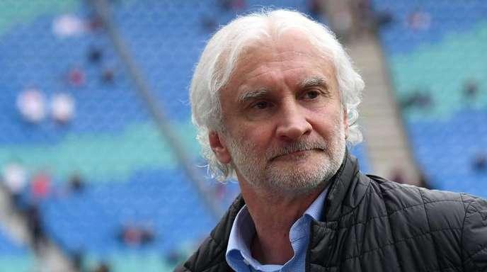 Rudi Völler ist nach dem negativen Start der Leverkusener von der Hysterie genervt.