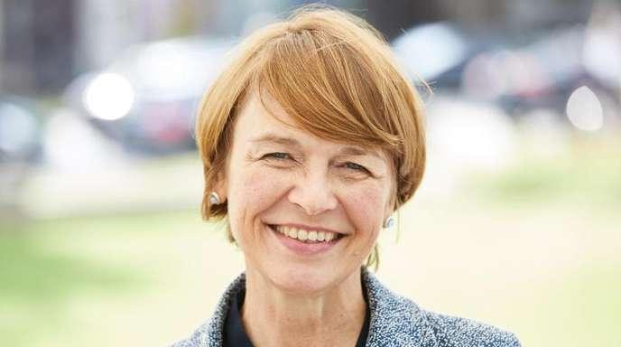 Elke Büdenbender, Ehefrau von Bundespräsident Steinmeier, findet Rauhaardackel toll.