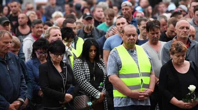 Teilnehmer einer Kundgebung in Köthen.