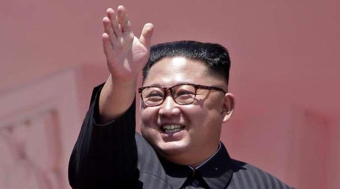 Nordkoreas Machthaber Kim Jong Un am Sonntag während der Feierlichkeiten zum 70. Jahrestag der Staatsgründung Nordkoreas.