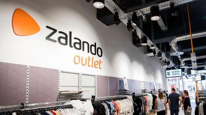 Blick in eine Outlet-Filiale des Online-Versandhändlers Zalando.