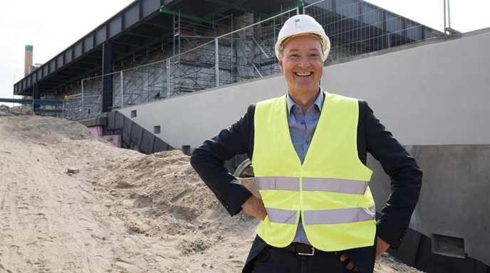 Joachim Jäger, Leiter der Neuen Nationalgalerie, ist mit dem Voranschreiten der Bauarbeiten zufrieden.