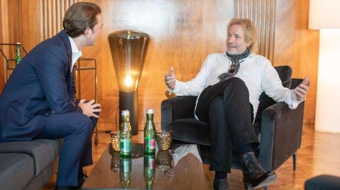 Moderator Thomas Gottschalk (r) trifft den österreichischen Kanzler Sebastian Kurz (ÖVP) in Wien.