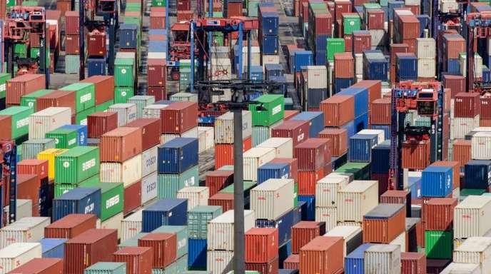 Container im Terminal Tollerort in Hamburg.