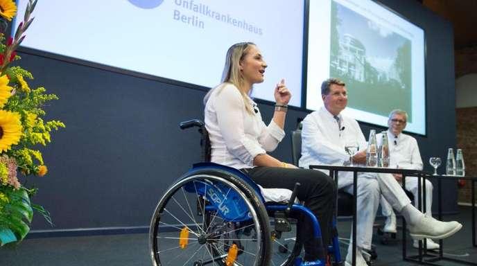 Kristina Vogel gibt eine Pressekonferenz im Unfallkrankenhaus Berlin-Marzahn.