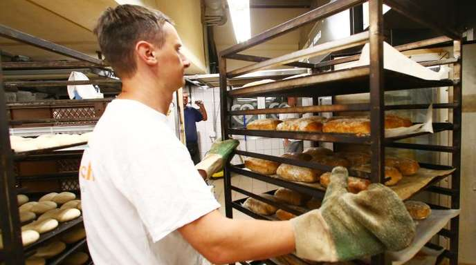 Die Zahl der Bäckereibetriebe geht seit Jahren zurück. 2017 gab es nachAngaben des Verbands noch 11 347 Backstuben - 390 weniger als im Jahr davor.