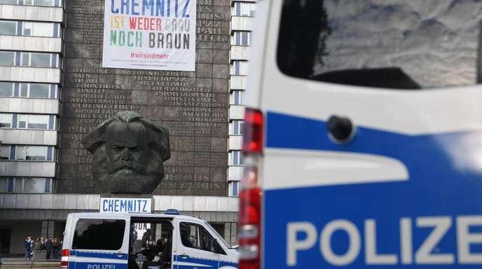 Die Gruppe soll nach einer Kundgebung der rechtspopulistischen Bewegung Pro Chemnitz Menschen in einem Park bedroht haben.