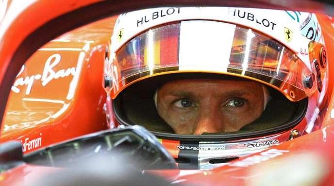 Sebastian Vettel vom Team Scuderia Ferrari steht vor dem Formel-1-Nachtrennen in Singapur unter Druck.