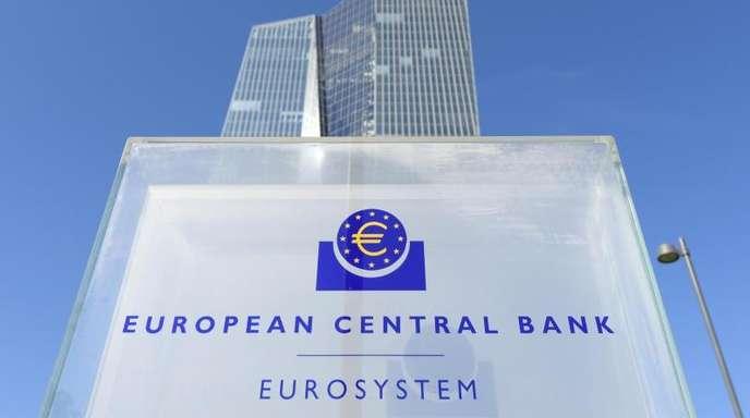 Immer mehr Banken geben Strafzinsen der Europäischen Zentralbank (EZB) an Kunden weiter.