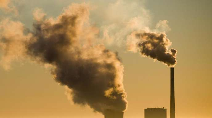 Die Klimabilanz der ansonsten sehr sauberen Elektroautos wird maßgeblich auch dadurch beeinflusst, aus welchen Quellen der Strom für die Batterien in Betrieb und Produktion stammt.