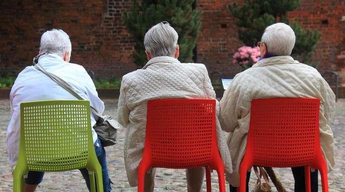Die IG Metall lobte das Rentenpaket als Beitrag zur Bekämpfung der Altersarmut, der Arbeitgeberpräsident Ingo Kramer warnt vor den Plänen.