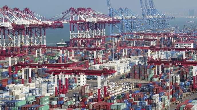 In den Handelsspannungen mit den USA hält sich der chinesische Außenhandel bisher besser als vorhergesagt.