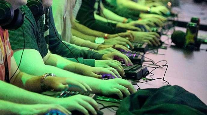 Eifriger Computerspieler in Köln: Die Bundesregierung unterstützt künftig die Entwicklung von Computerspielen in Deutschland auch finanziell.