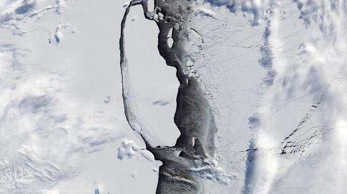 Der Eisberg A68 löst sich vom Larsen-C-Schelfeis.