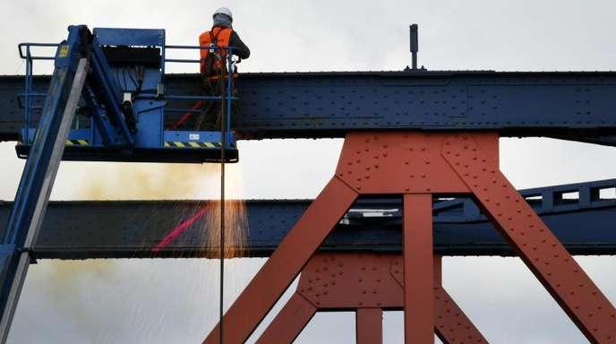 Die Exportnation Deutschland leidet unter schwächerer Nachfrage nach Produkten «Made in Germany». Vor allem die von den USA angeheizten Handelskonflikte schlagen zunehmend durch.