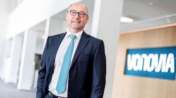 Der Vorstandsvorsitzende der Vonovia SE, Rolf Buch, im Eingangsbereich der Firmenzentrale.
