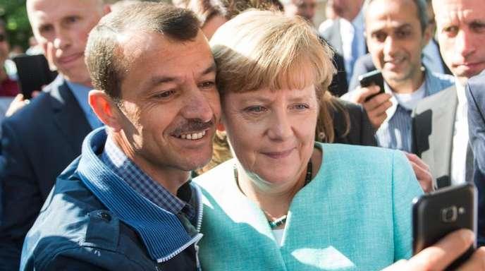 Selfie mit Flüchtling:Dieses Foto von Bundeskanzlerin Merkel ging um die Welt.