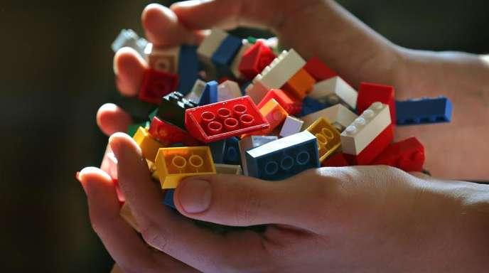 Der dänische Lego-Konzern hat Anfang des Jahres verkündet, künftig verstärkt auf Verpackungen und Bauelemente aus pflanzlichen Kunststoffen zu setzen.