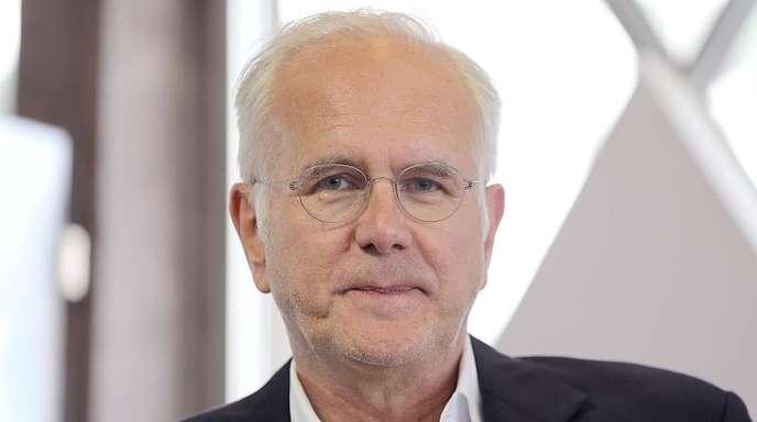 Harald Schmidt (61) hält seine fünf Kinder von Handy und Internet fern.