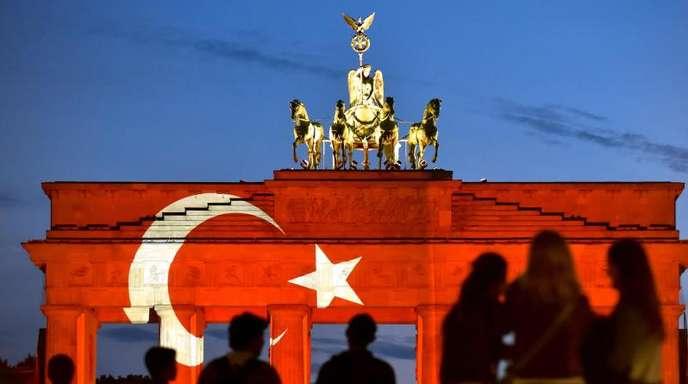 Mit der Aktion wollte Berlin seine Verbundenheit und Solidarität mit der türkischen Metropole zeigen.