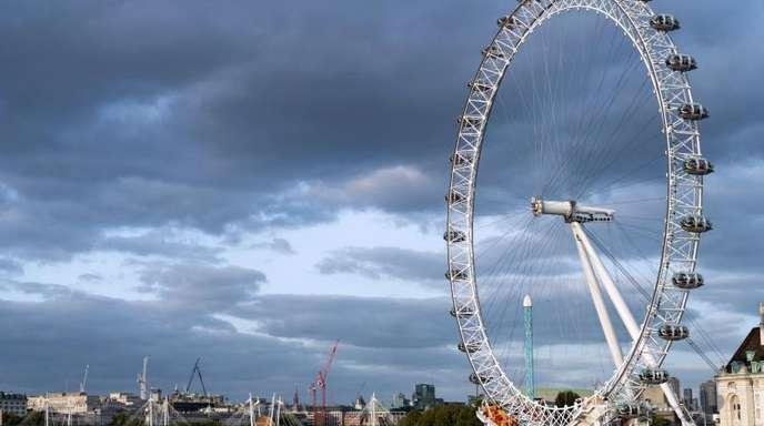Blick auf das Riesenrad London Eye in London. Urlaub in Großbritannien ist preiswerter geworden, aber London bleibt ein teueres Pflaster.
