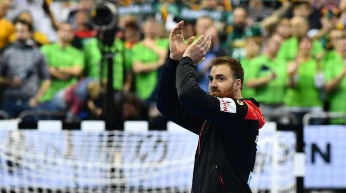 Applaus: DHB-Keeper Andreas Wolff nach dem Sieg gegen Korea.