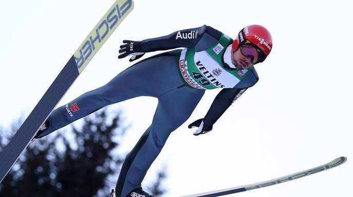 Kombinierer Johannes Rydzek beim Springen.