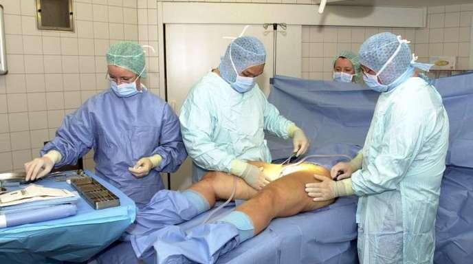 OP-Vorbereitung:Jahr für Jahr lassen sich tausende Frauen und Männer Fett absaugen.