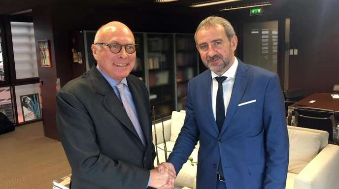Hermann Parzinger (r), Präsident der Stiftung Preußischer Kulturbesitz, und sein französischer Amtskollege Stéphane Martin in Paris.