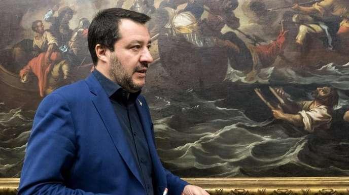Italiens Innenminister Matteo Salvini nimmt in Rom an einer Pressekonferenz zu den Regionalwahlen in den Abruzzen teil.