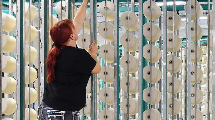 Die IG Metall fordert eine Tariferhöhung um 5,5 Prozent für die rund 100.000 Beschäftigten der Textilindustrie.