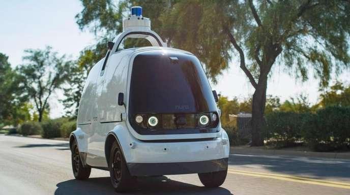 Ein Roboterwagen der Firma Nuro.ai. Das Fahrzeug der kalifornischen Firma sieht aus wie ein stark verkleinerter Lieferwagen.