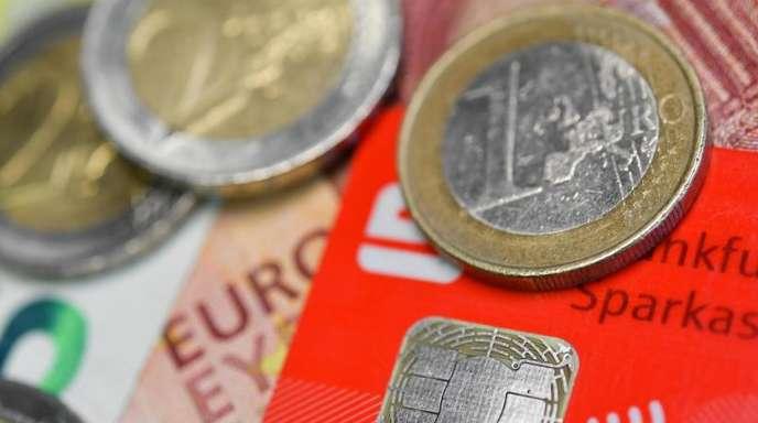Der Studie zufolge sind Zahlungen mit Schein und Münze rund sieben Sekunden schneller als mit Karte und Eingabe der PIN-Nummer.
