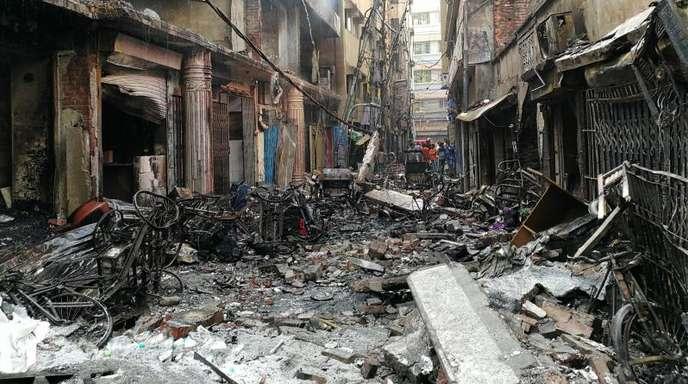 Das Feuer war im Erdgeschoss eines vierstöckigen Gebäudes ausgebrochen, in dem Chemikalien gelagert wurden.