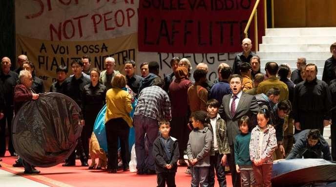 """Fotoprobe zu """"Nabucco"""" auf der Bühne in der Staatsoper Hamburg. Regie führt Kirill Serebrennikow, der zur Zeit in Moskau unter Hausarrest steht."""