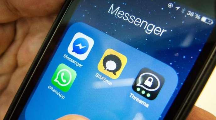 Verschiedene Messenger, darunter auch SIMSme, auf dem Display eines Smartphones.