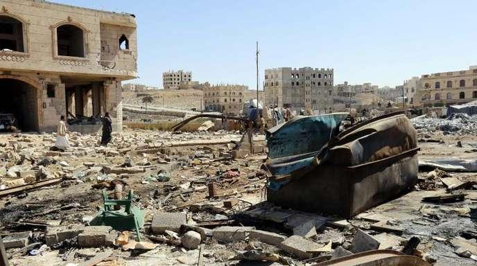 Zerstörte Lagerhalle Sanaa: Die Vereinten Nationen bezeichnen die Situation im Jemen als aktuell größte humanitäre Katastrophe der Welt.