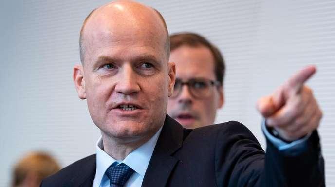 Warnt davor, die Verlässlichkeit Deutschlands bei den gemeinsamen Rüstungsprojekten mit europäischen Partnern weiter in Frage zu stellen: Unionsfraktionschef Ralph Brinkhaus.