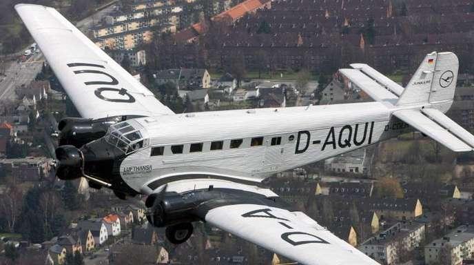 Die Junkers Ju 52 über Hamburg: Die Lufthansa schiebt ihr historisches Oldtimer-Flugzeug Ju 52 ins Museum.