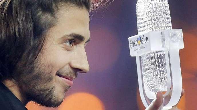 Der Sieger des 62. Eurovision Song Contest (ESC), Salvador Sobral aus Portugal, 2017 nach dem Finale.