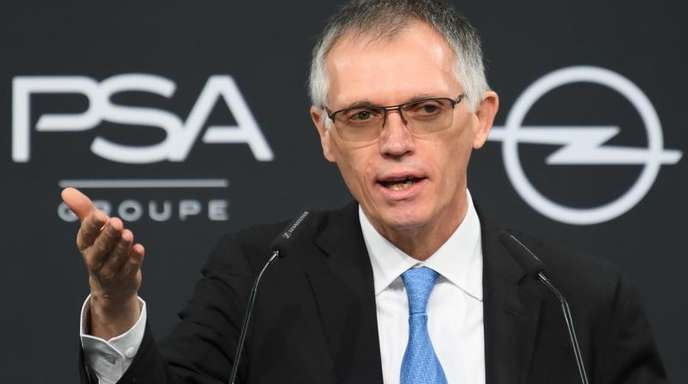 PSA-Konzernchef Carlos Tavares spricht während einer Pressekonferenz im Opel Design Center in Rüsselsheim (Hessen).