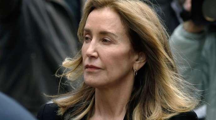 Felicity Huffman auf dem Weg zum Bundesgericht in Boston.